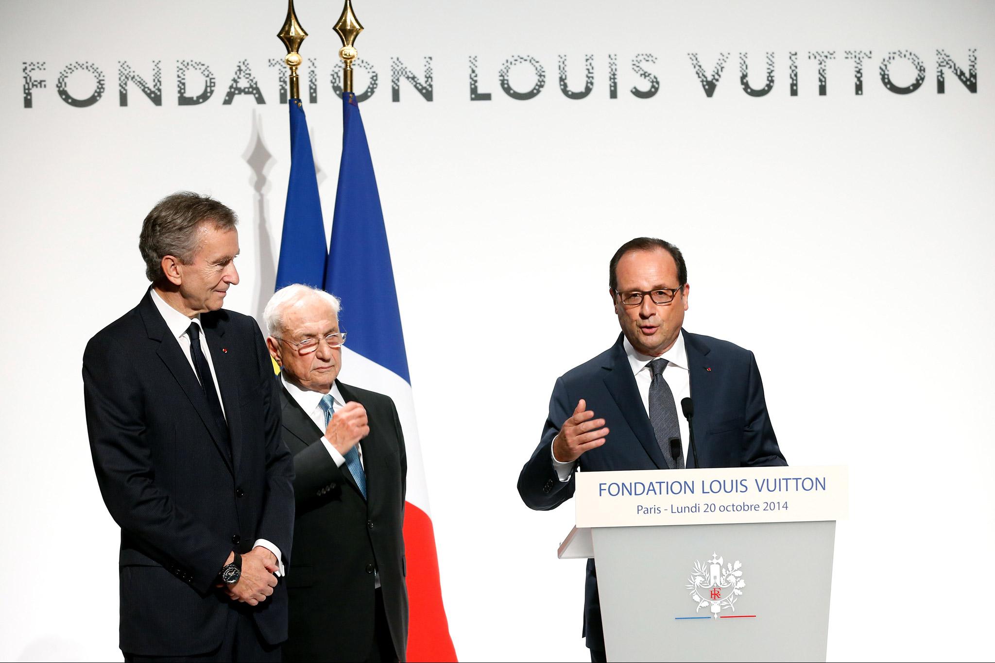 Riches bourgeois, grands patrons et autres vrais privilégiés Fondation-louis-vuitton-opening-paris-bernard_arnault-frank_gehry-franccca7ois_hollande
